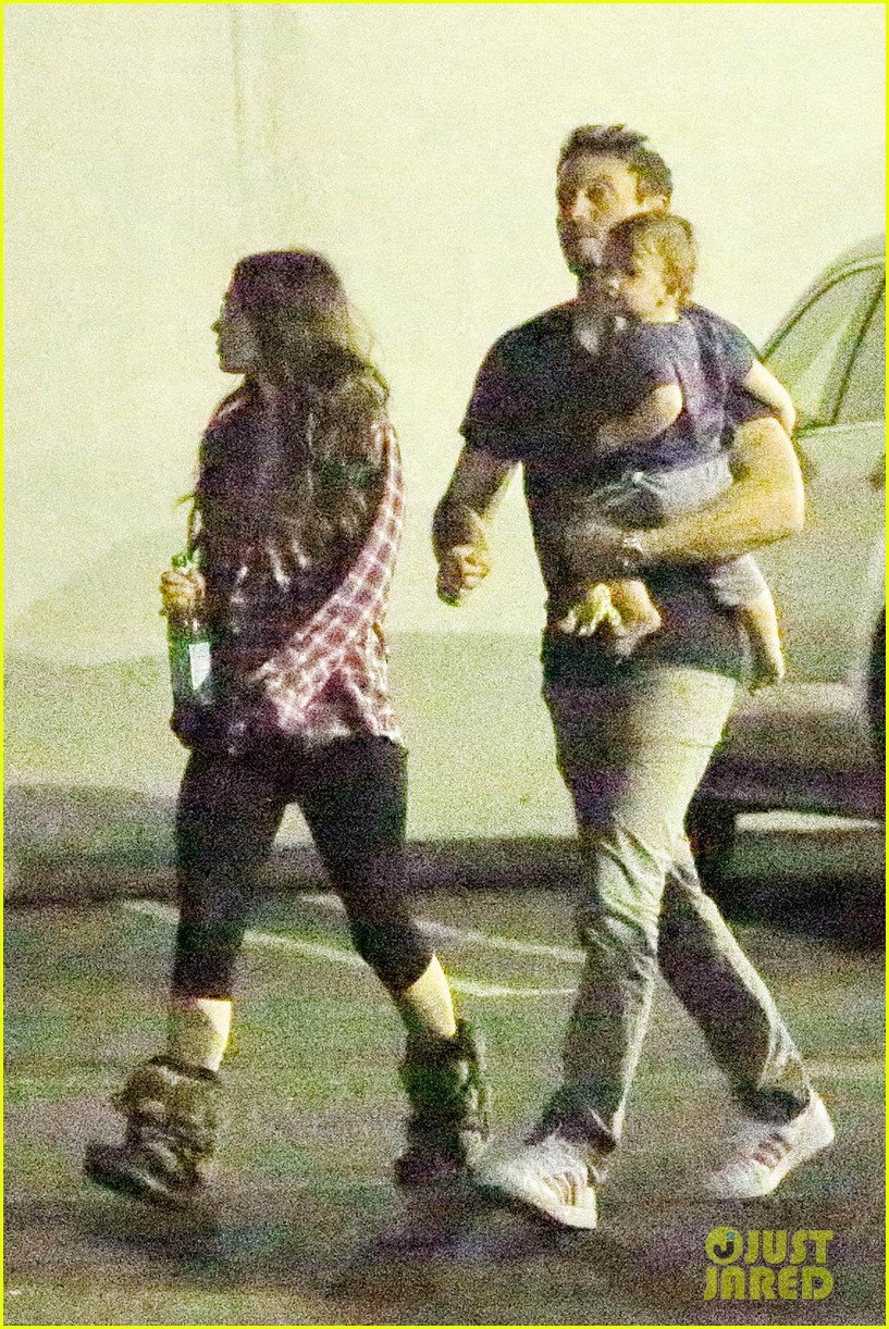 megan fox brian austin green noah enjoy family dinner 022973001