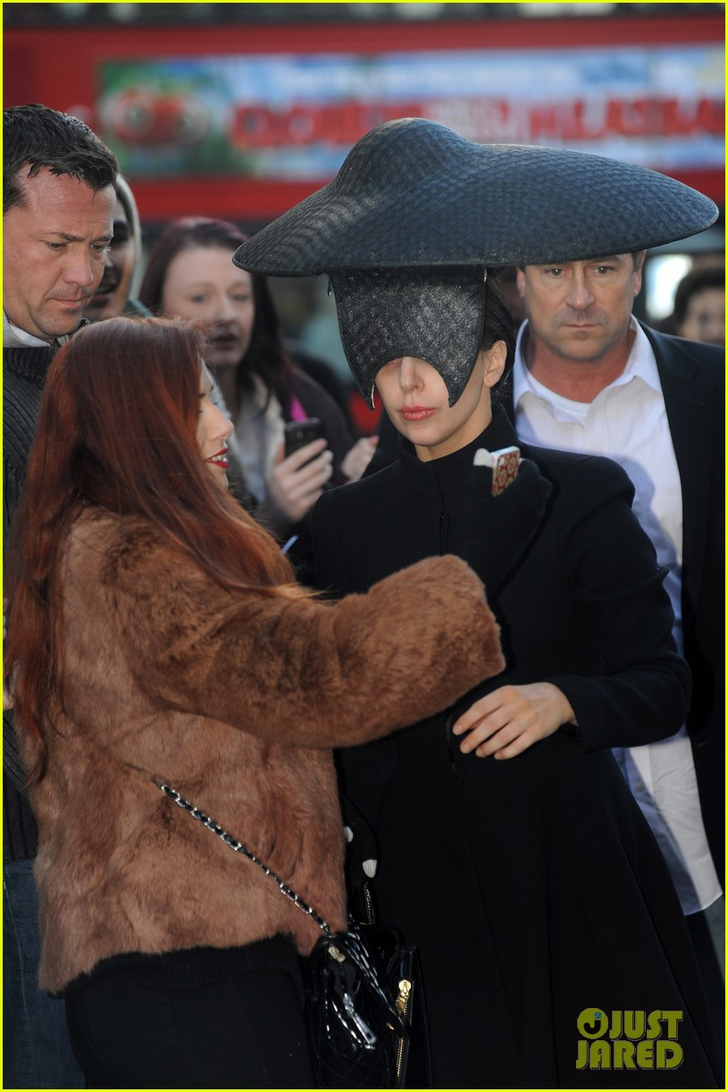 lady gaga steps out in london after puppy alice dies 05