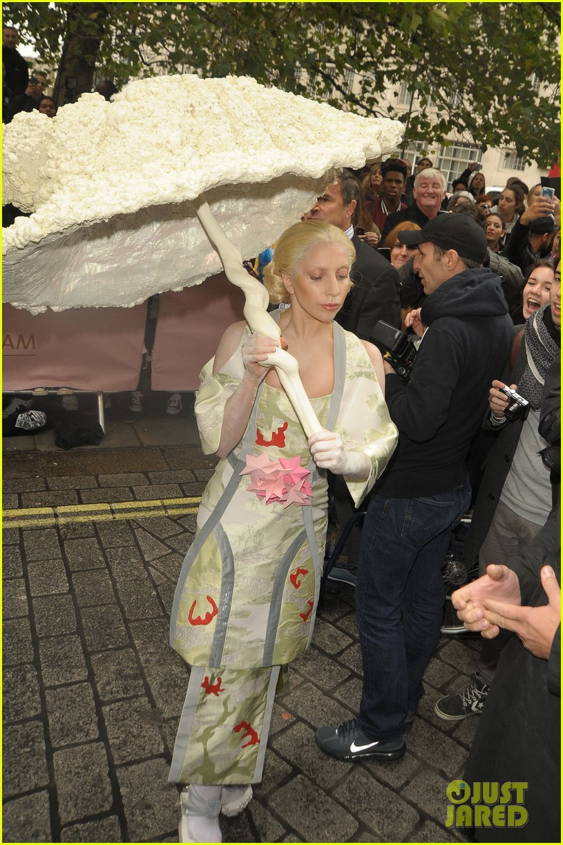 lady gaga carries large seashell umbrella around london 04
