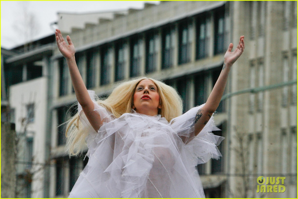 lady gaga naked under sheer cover up at berlin wall 16