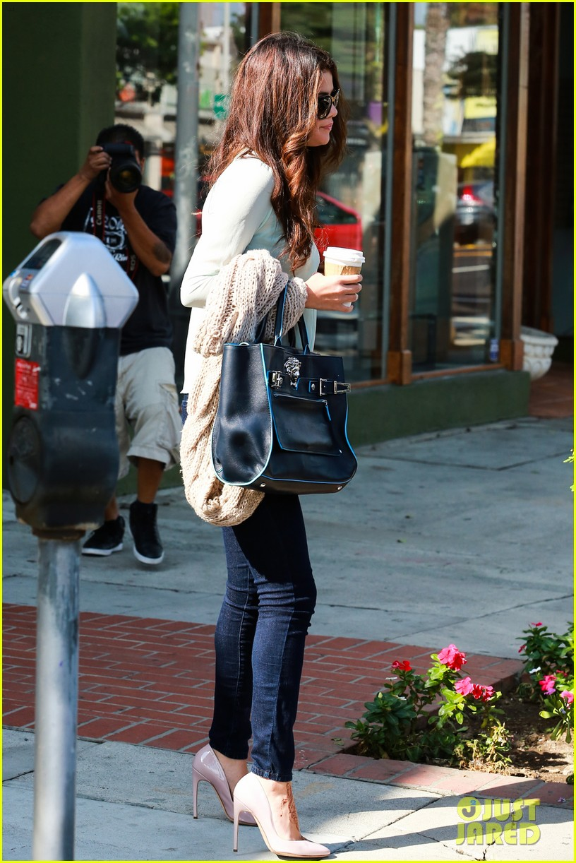 selena gomez grabs coffee with mom mandy 102965347