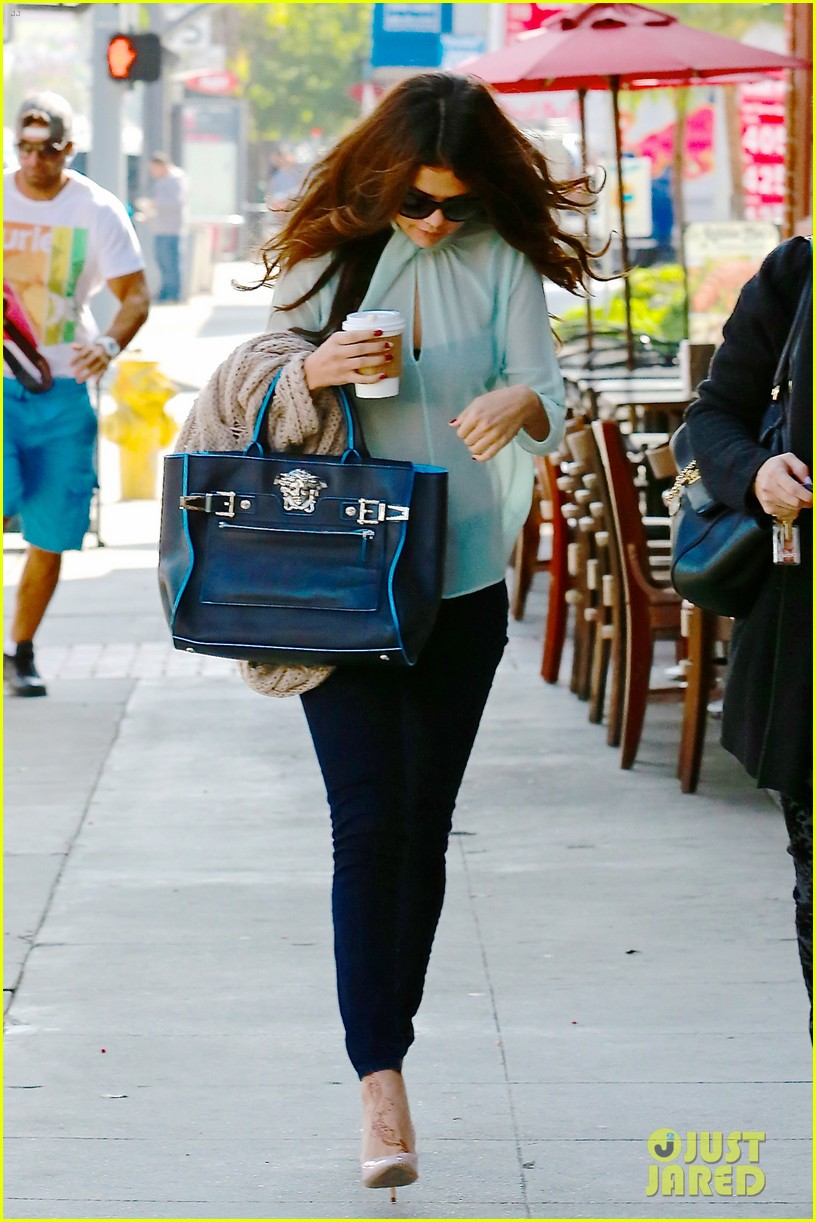 selena gomez grabs coffee with mom mandy 142965351