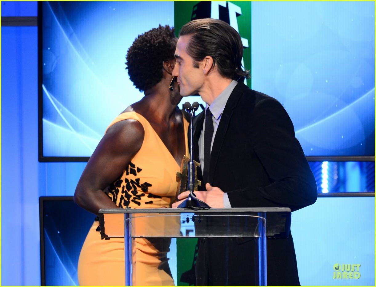 jake gyllenhaal michael b jordan hollywood film awards 2013 022976782