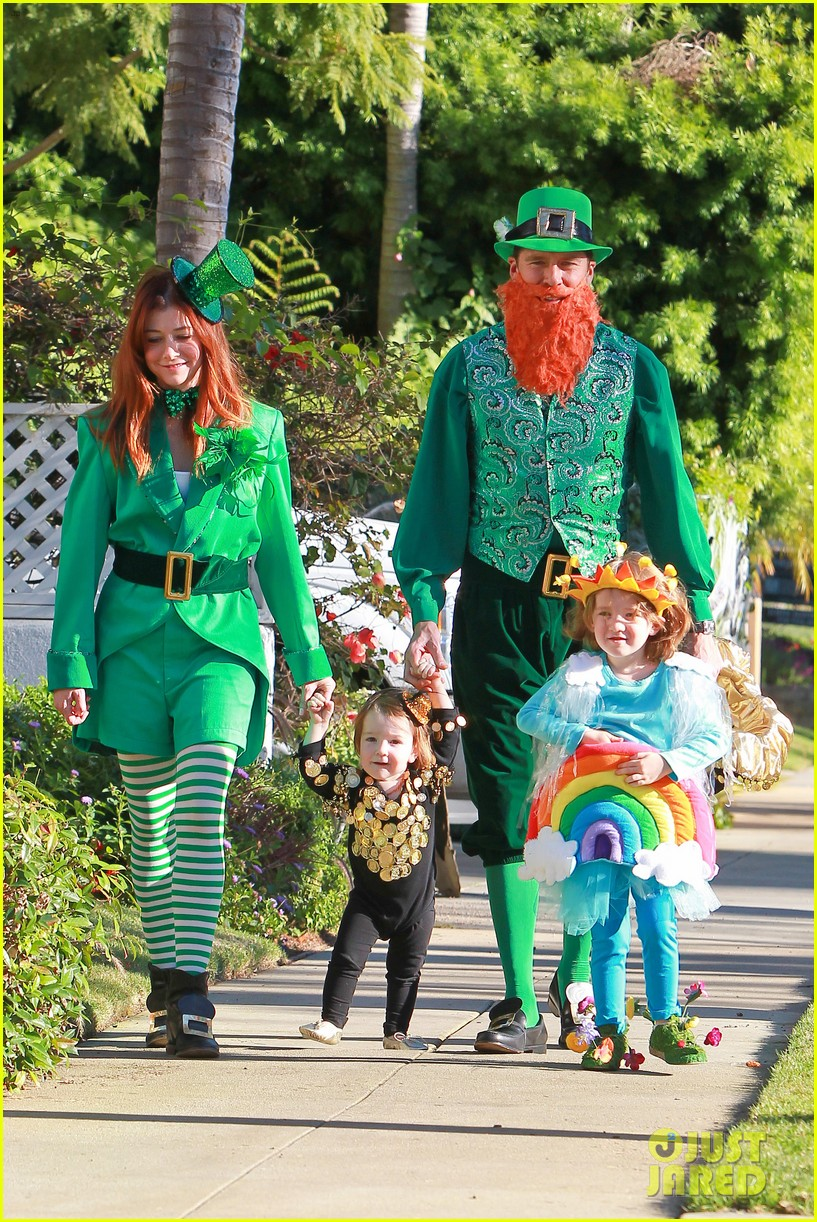alyson hannigan family leprechaun halloween costume 2013 012983807