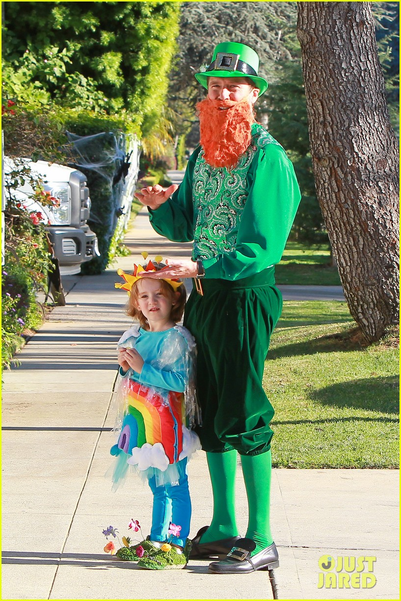 alyson hannigan family leprechaun halloween costume 2013 13