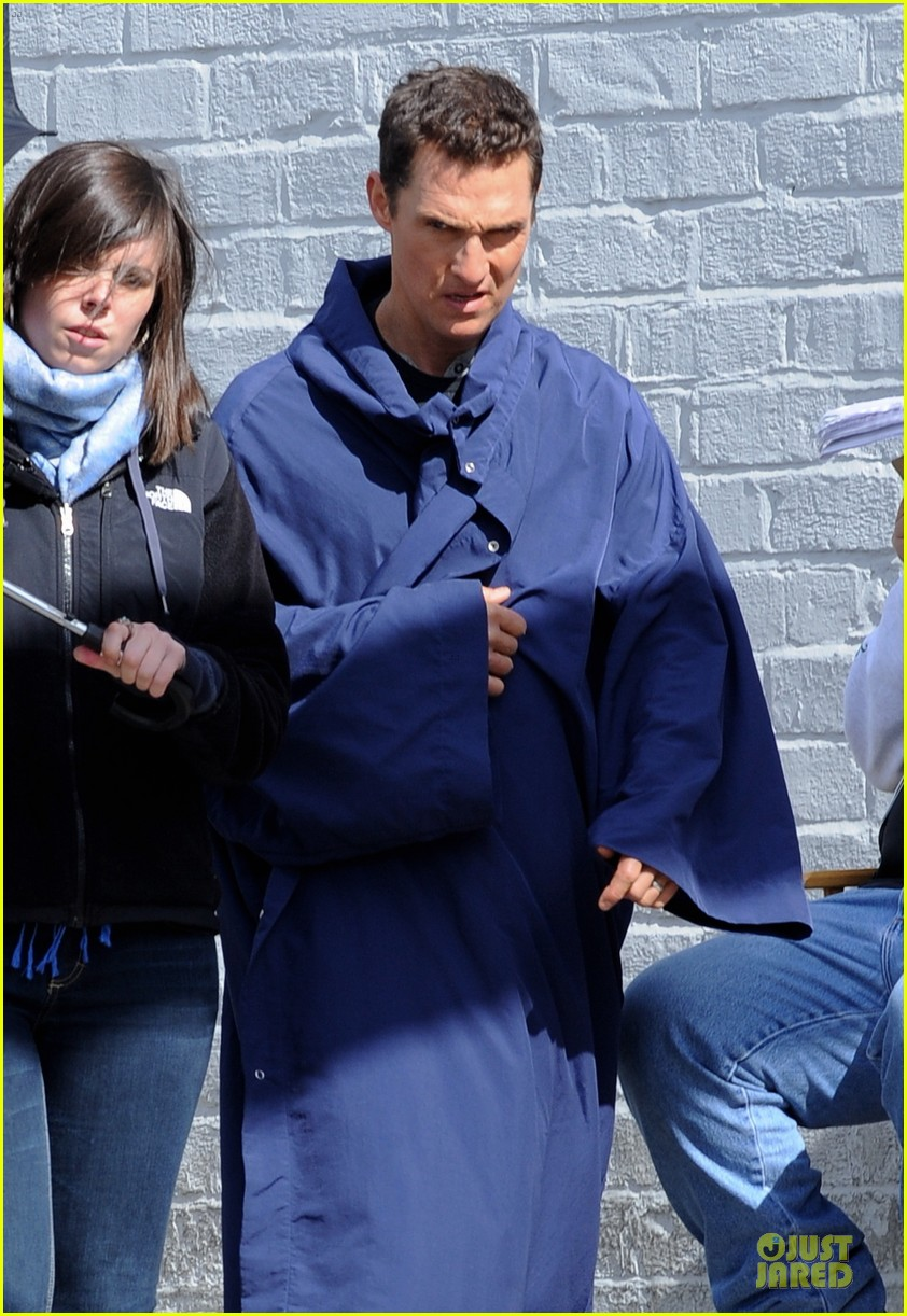 anne hathaway matthew mcconaughey blue robes for interstellar 132982589