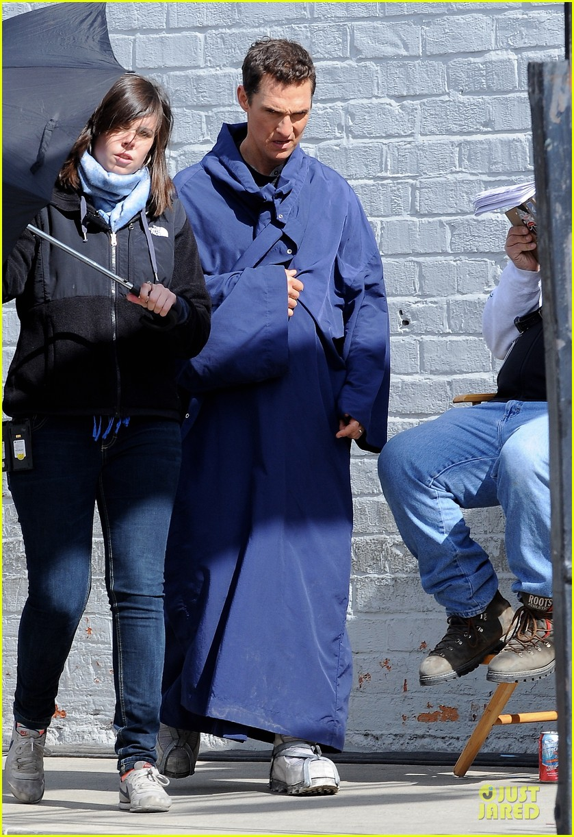 anne hathaway matthew mcconaughey blue robes for interstellar 152982591
