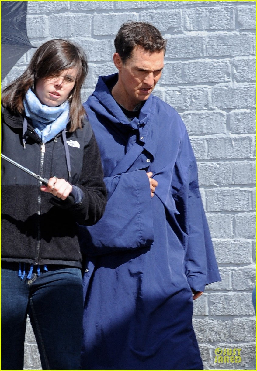 anne hathaway matthew mcconaughey blue robes for interstellar 17