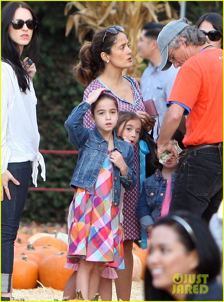 salma hayek fun filled weekend with the family 292981626