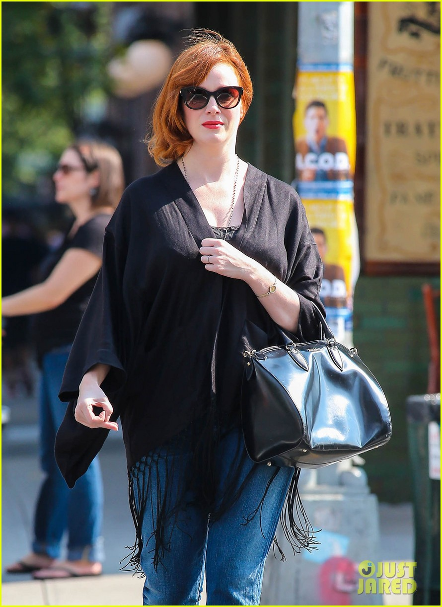 christina hendricks is tres chic in the big apple 042967513