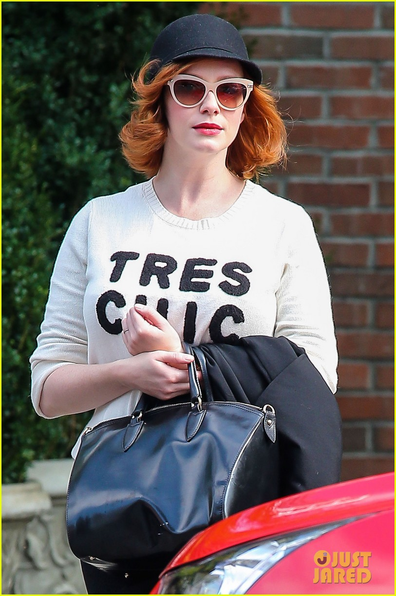christina hendricks is tres chic in the big apple 11