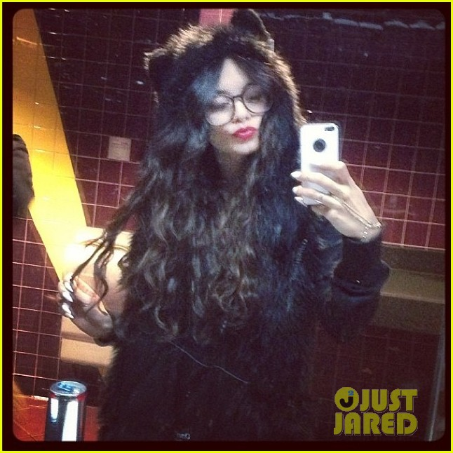 vanessa hudgens halloween horror nights with stella 02