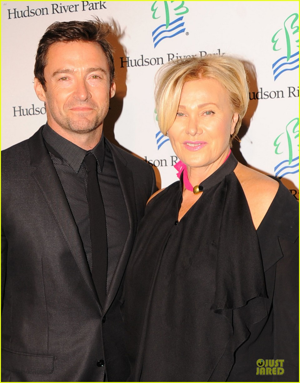 hugh jackman hosts friends of hudson river park gala 02