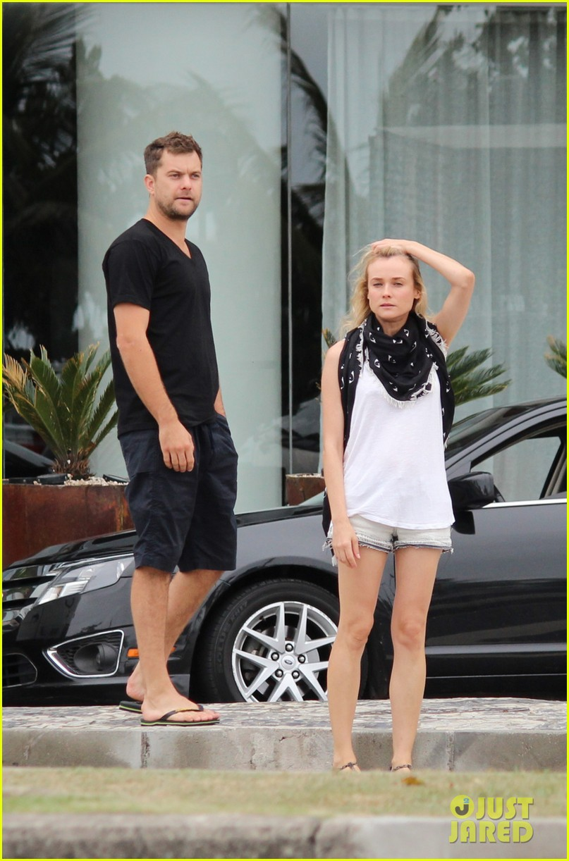 joshua jackson shirtless before day out with diane kruger 03