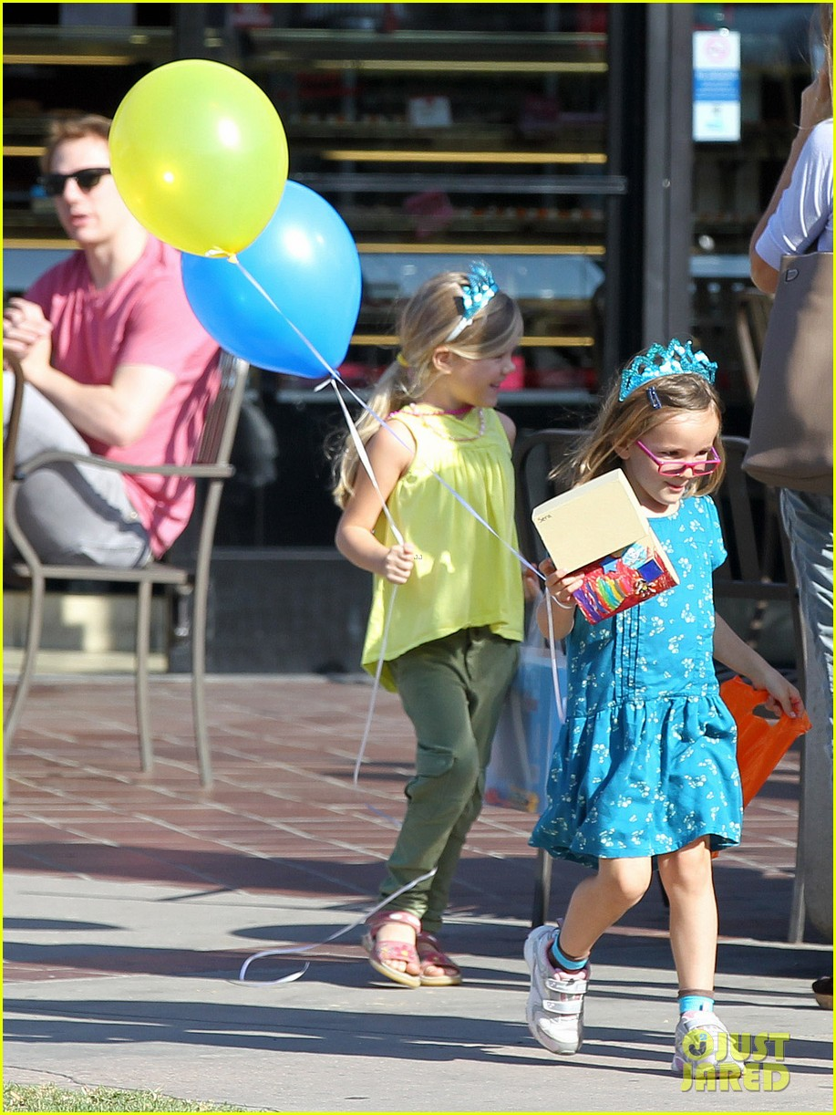 jennifer garner brentwood birthday party with seraphina 11
