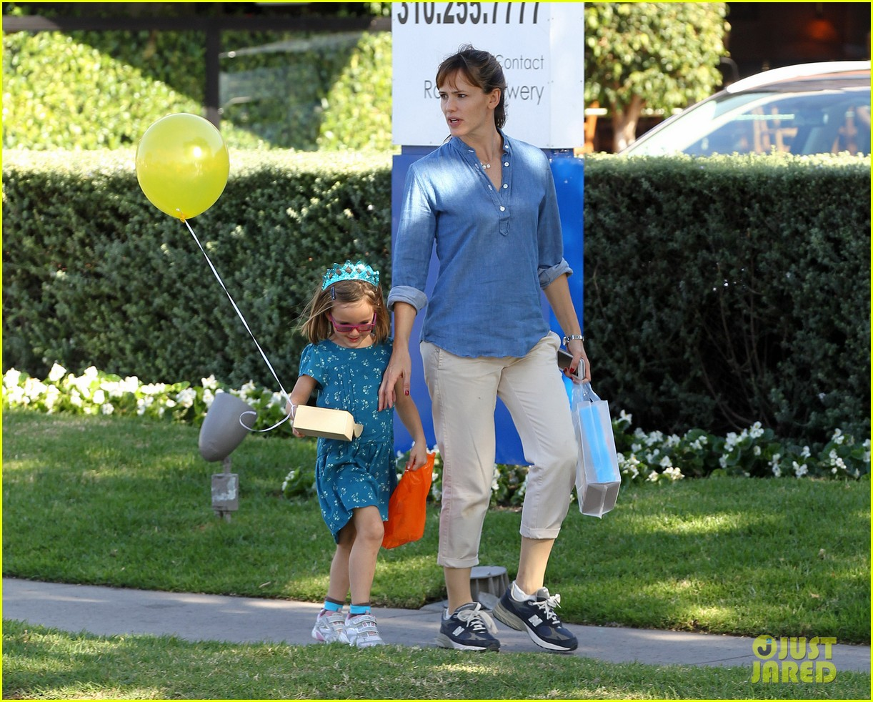 jennifer garner brentwood birthday party with seraphina 152975827