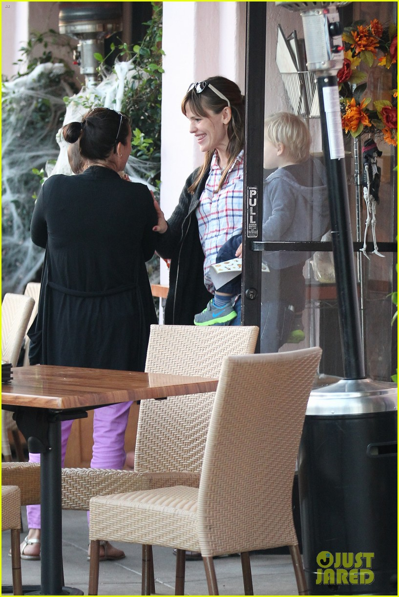 jennifer garner brentwood birthday party with seraphina 25