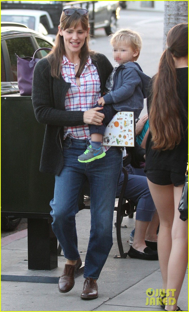 jennifer garner brentwood birthday party with seraphina 312975843