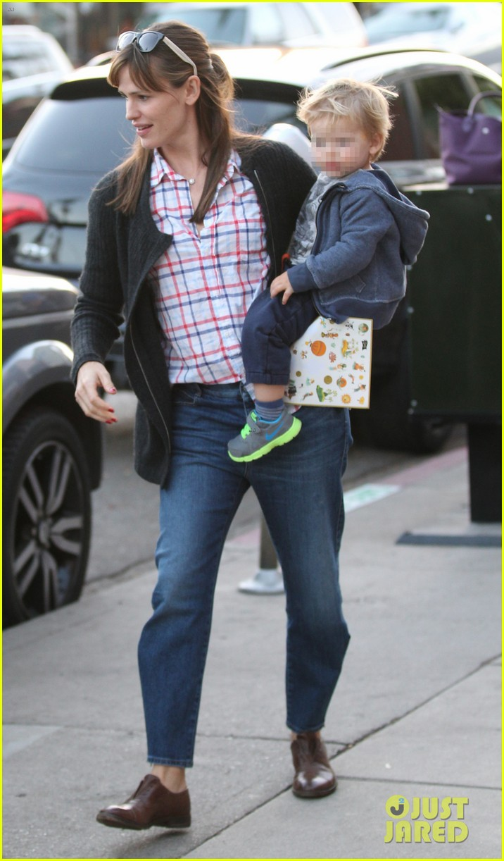jennifer garner brentwood birthday party with seraphina 33
