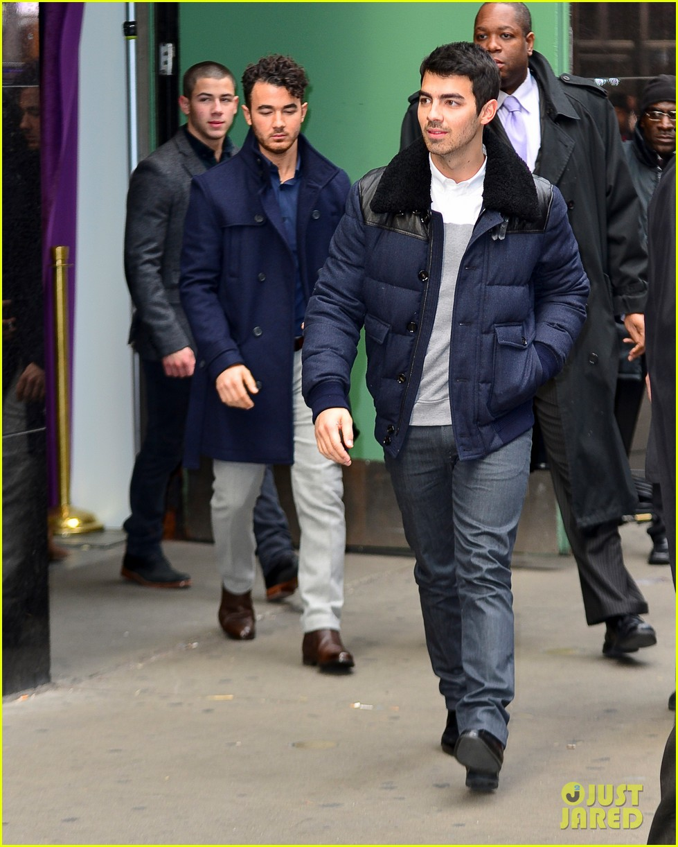 jonas brothers break up trio reunite to explain on gma 01
