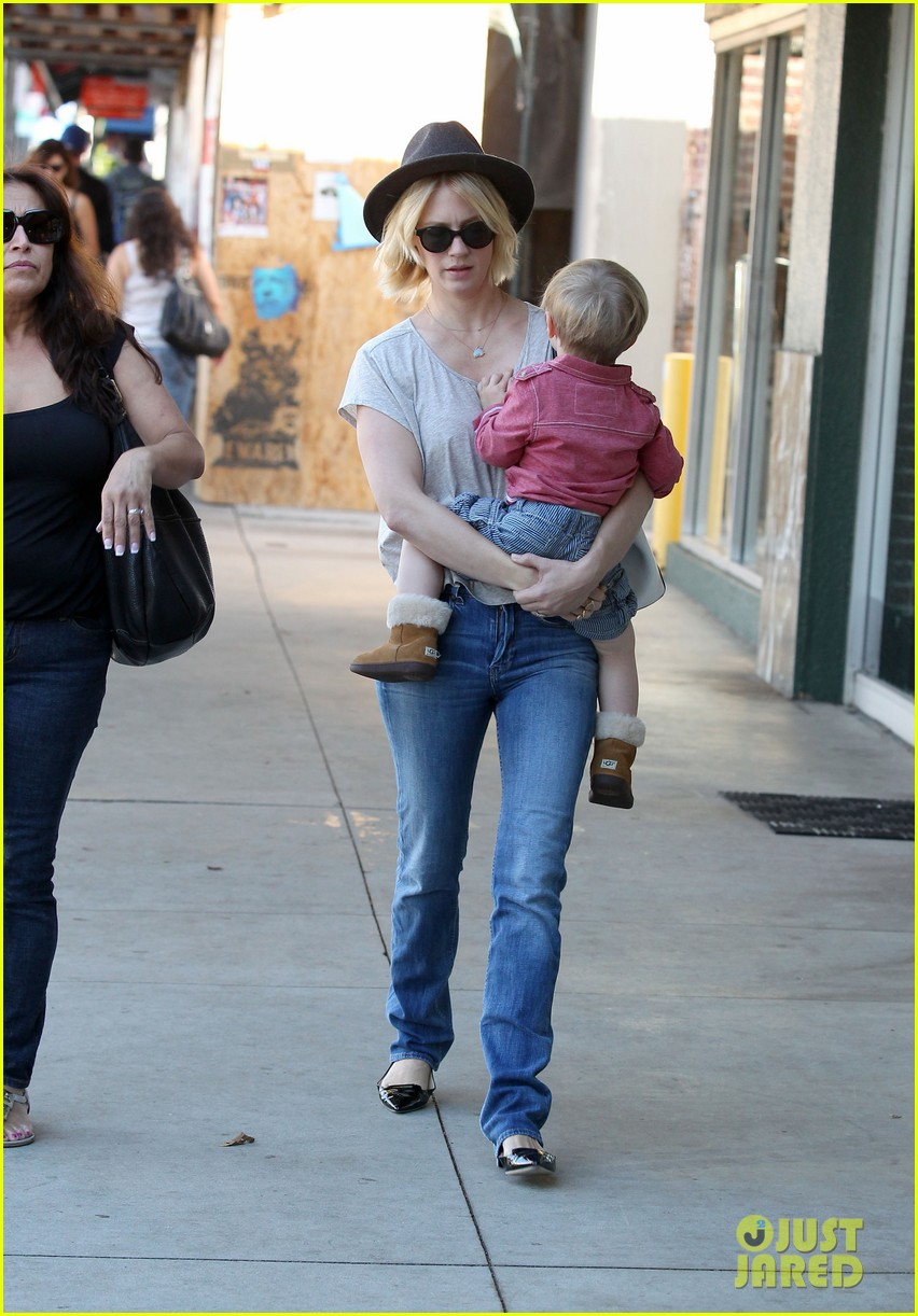 january jones hangs with smiley xander after babys class 07