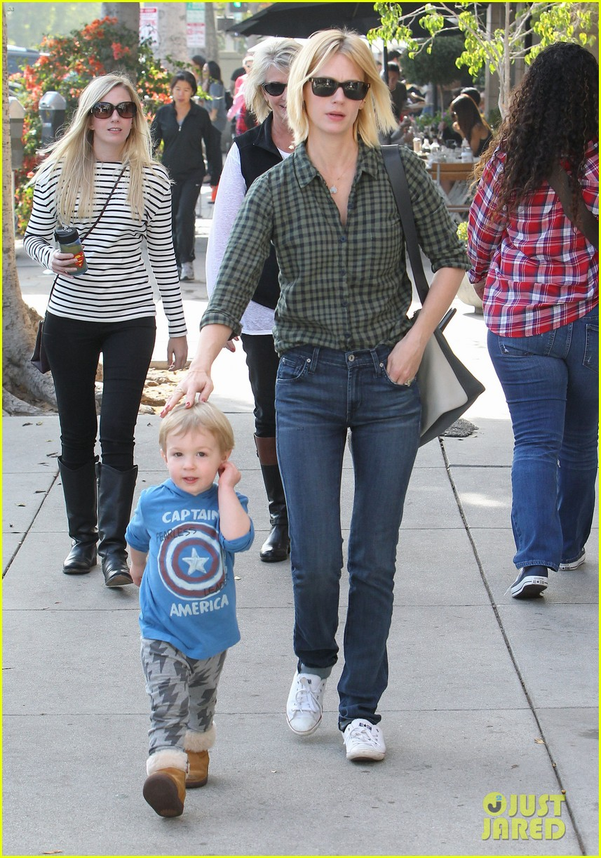 january jones baby boy xander to lunch with friends 052981553