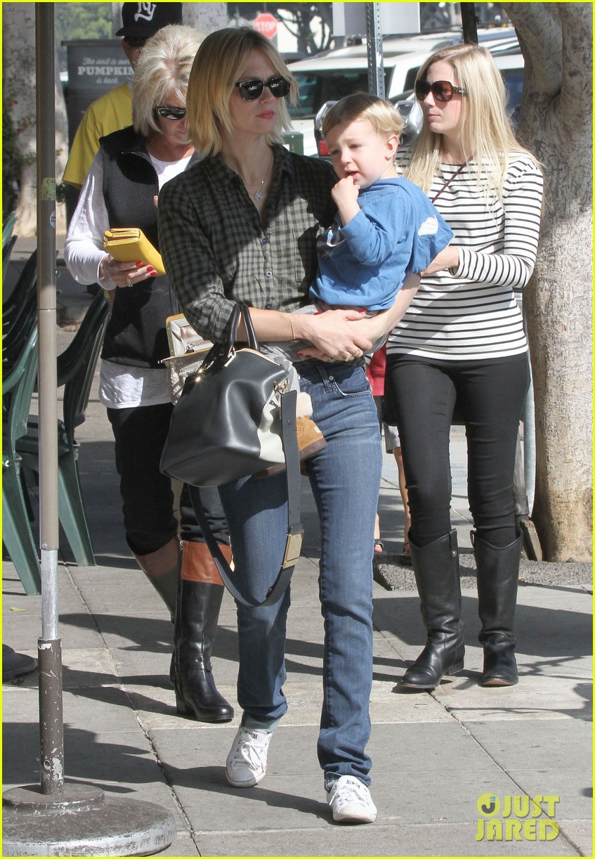 january jones baby boy xander to lunch with friends 062981554