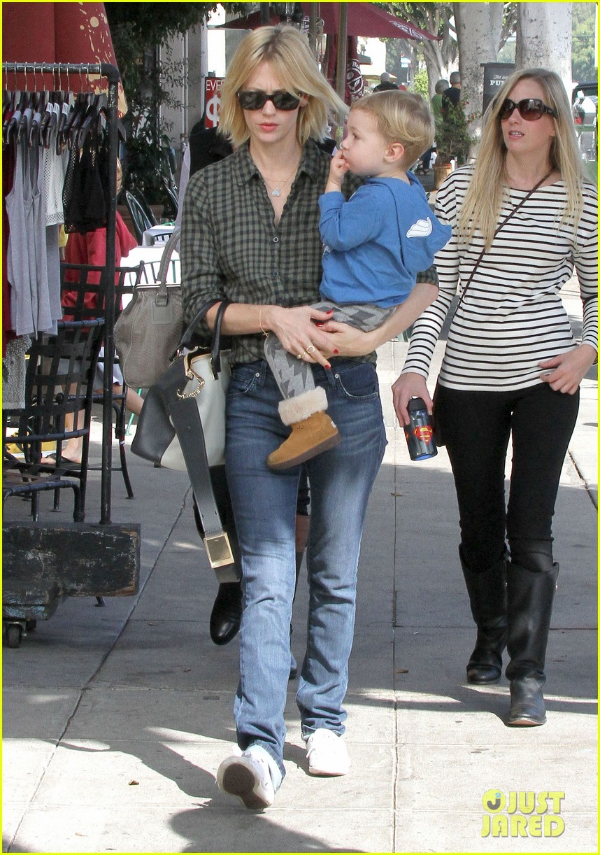 january jones baby boy xander to lunch with friends 082981556