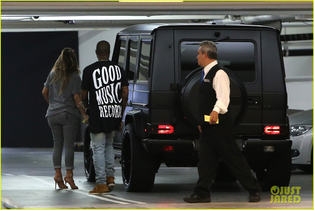 kimkardashian kanye west go casual for sunday dinner 08