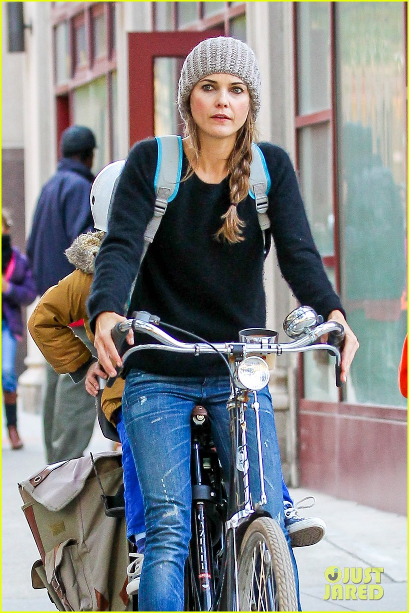 keri russel laughs with river after bike ride 04