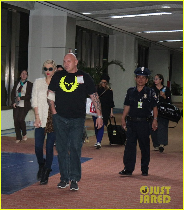 kesha arrives in phillippines ahead of concert 01