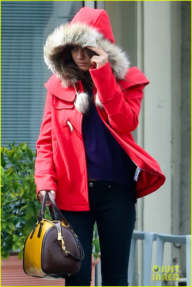 mila kunis wears winter coat for lunch with pals 132969554