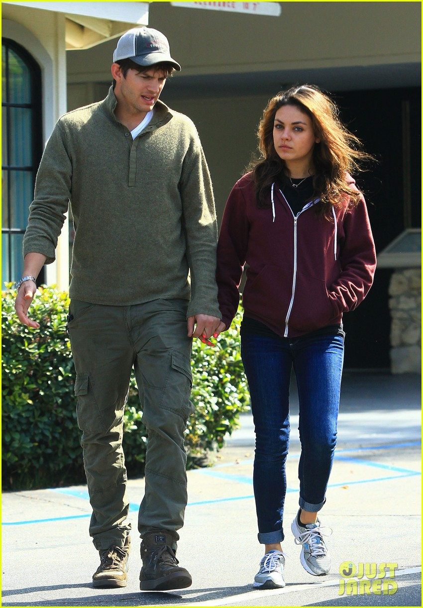 ashton kutchers opens car door for mila kunis 11