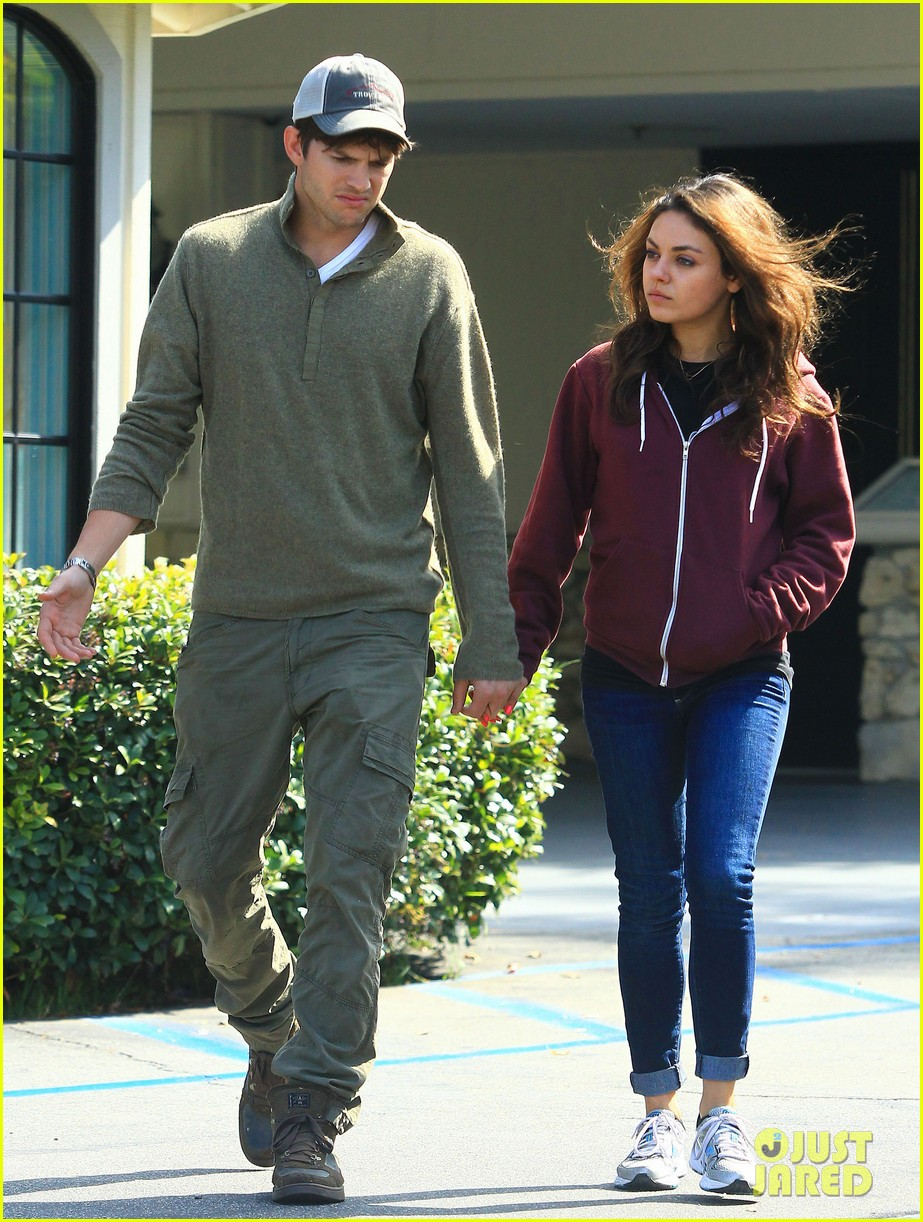 ashton kutchers opens car door for mila kunis 132971384