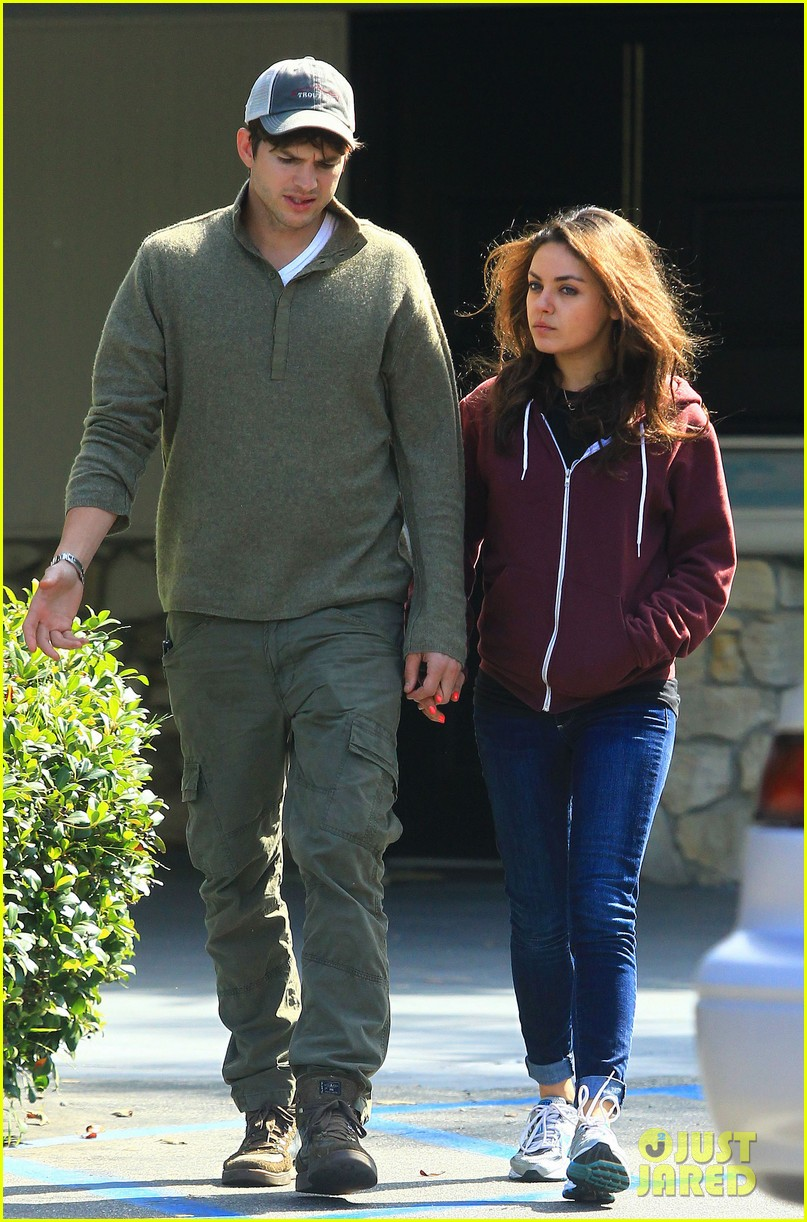 ashton kutchers opens car door for mila kunis 17