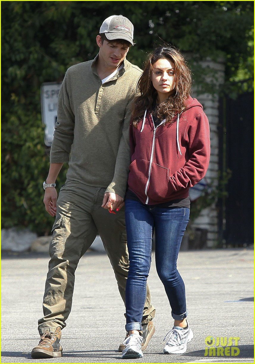 ashton kutchers opens car door for mila kunis 20