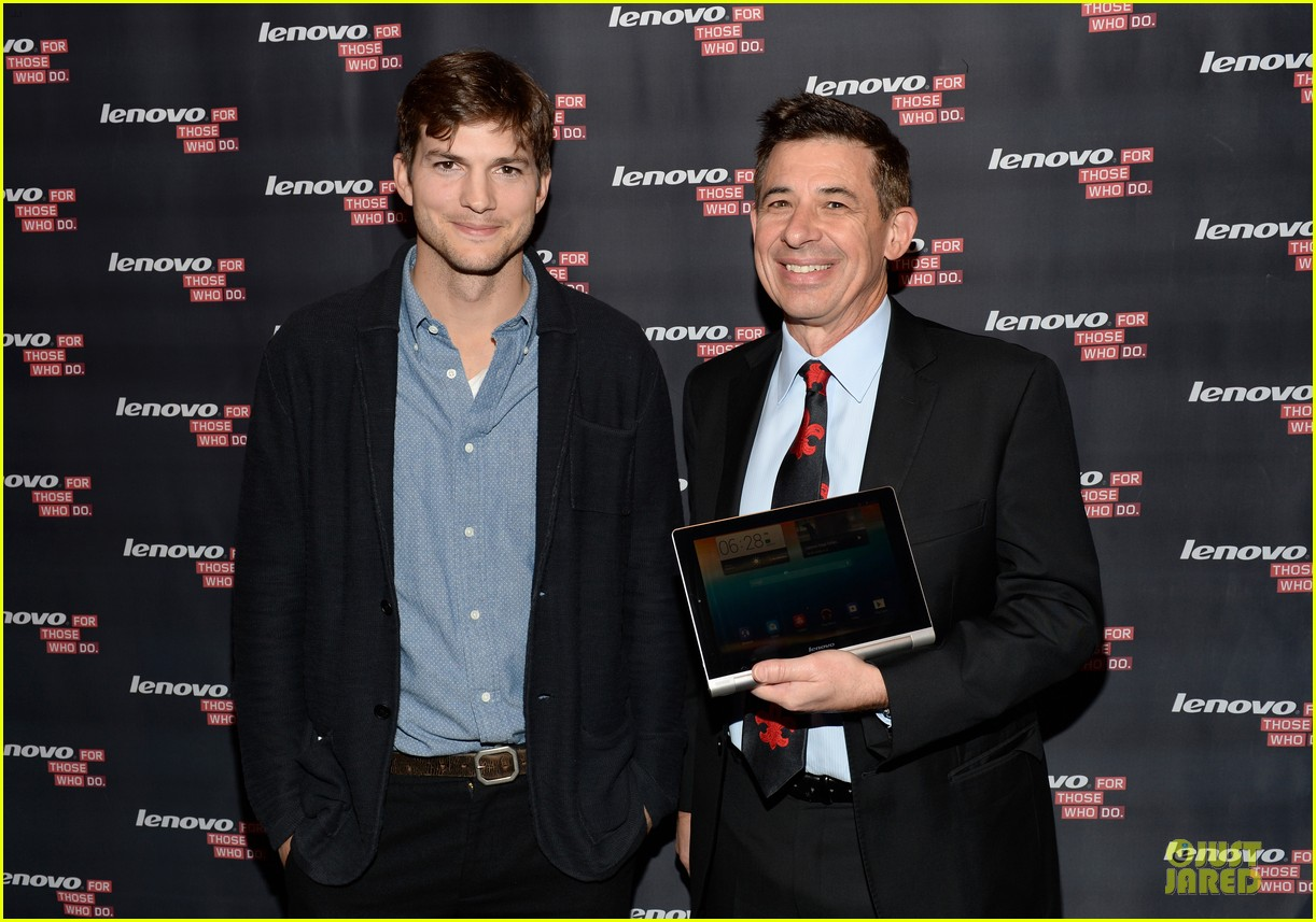 ashton kutcher lenovo product engineer at yoga tablet launch 042982710