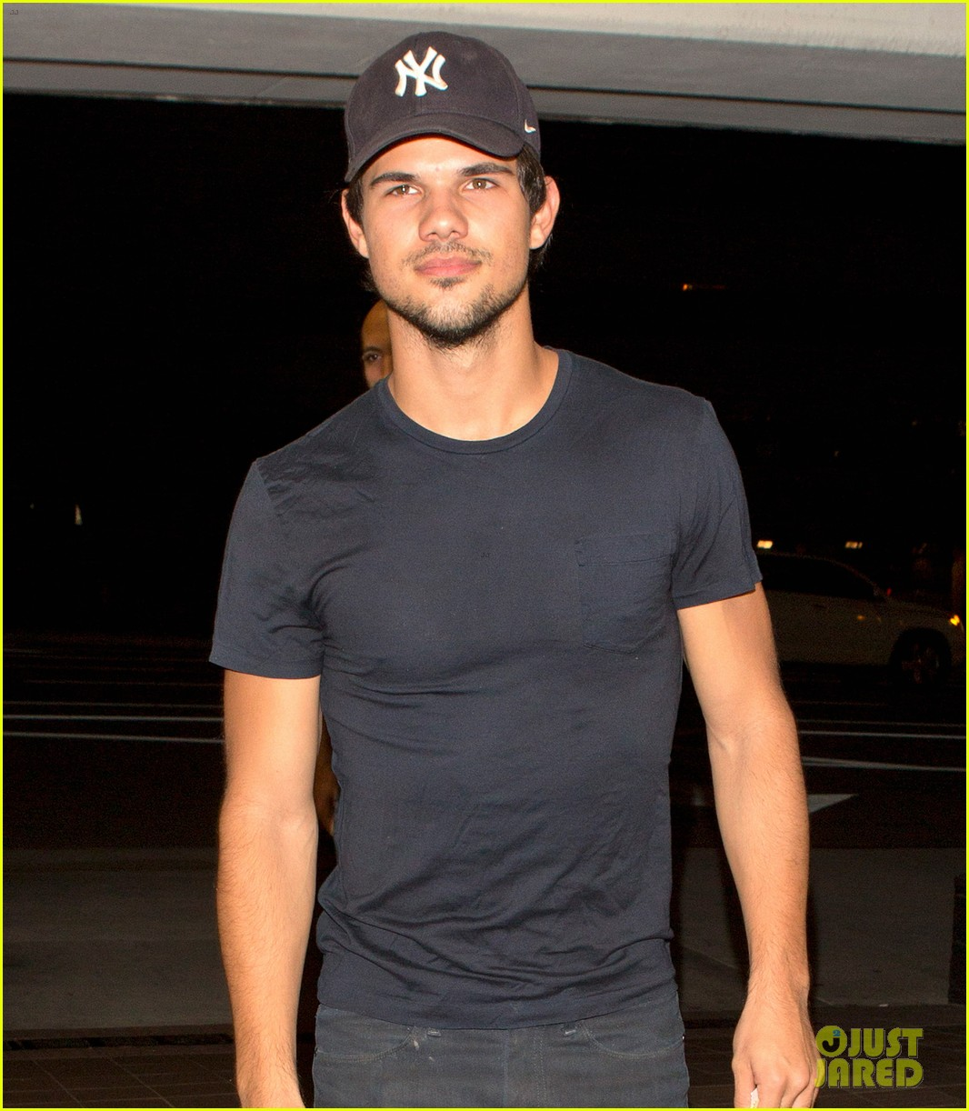 taylor lautner was perfect as porn star dirk diggler 02