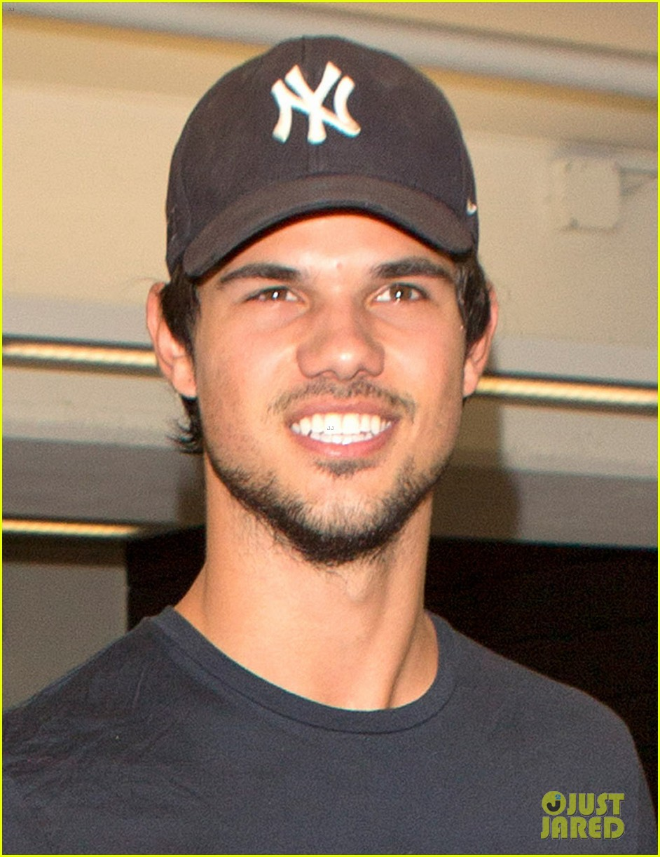 taylor lautner was perfect as porn star dirk diggler 032976289