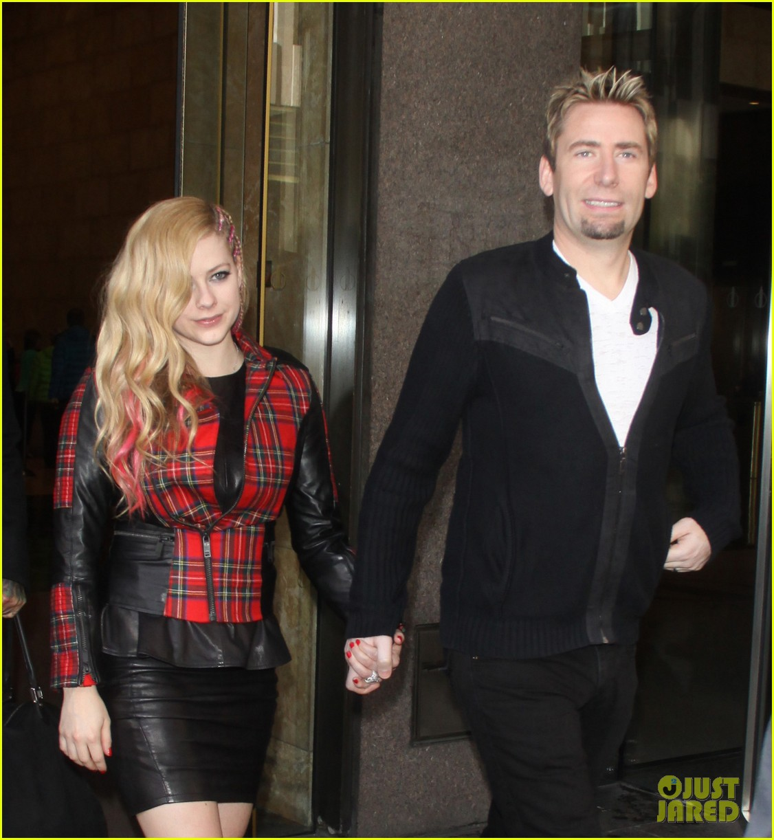 avril lavigne chad kroeger let me go video premiere watch now 072972613
