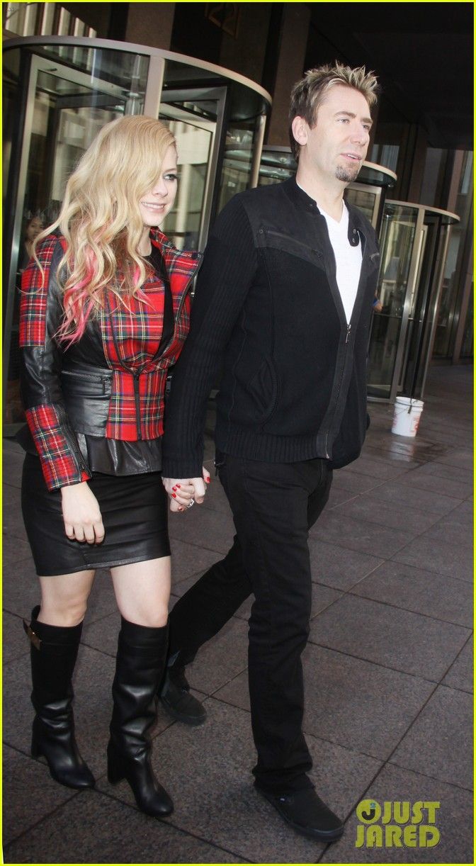 avril lavigne chad kroeger let me go video premiere watch now 092972615