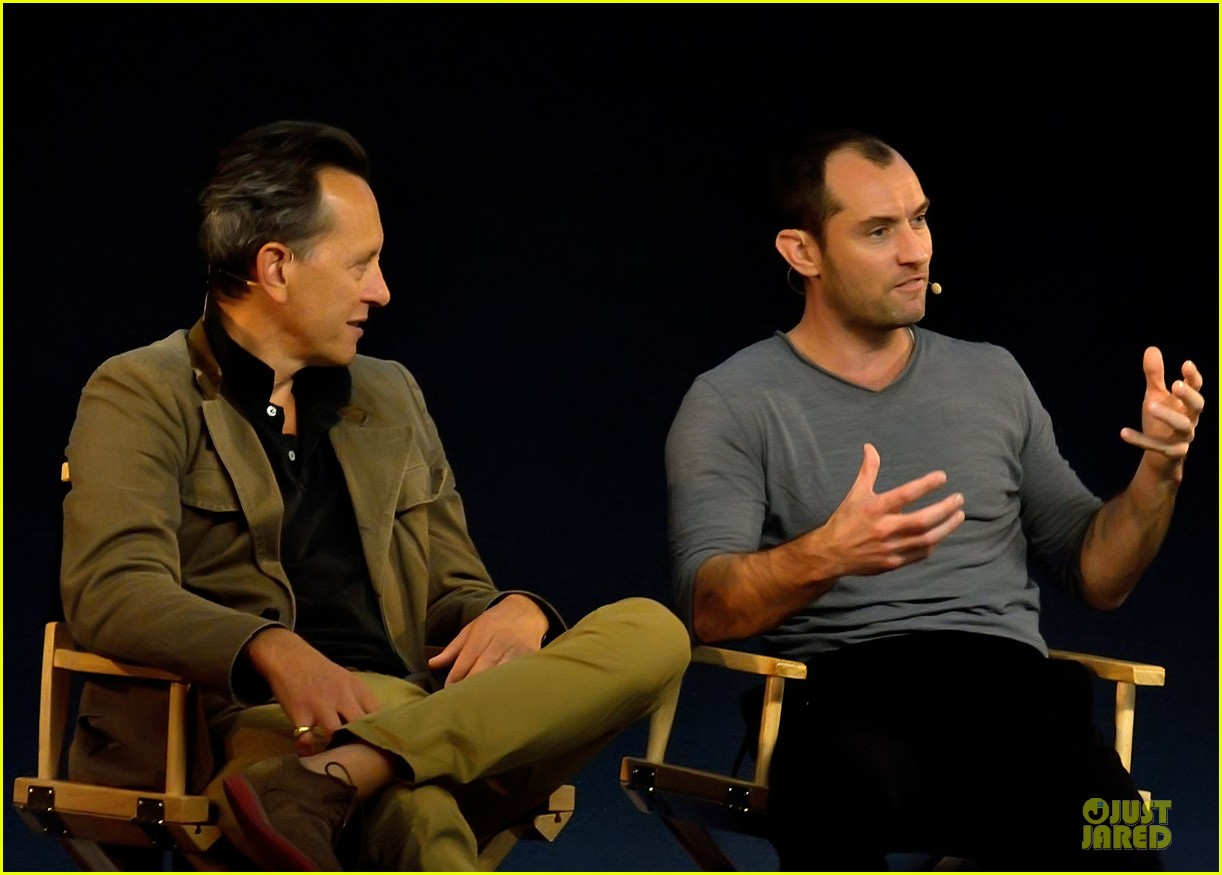 jude law richard e grant dom hemingway promo at apple 042969203