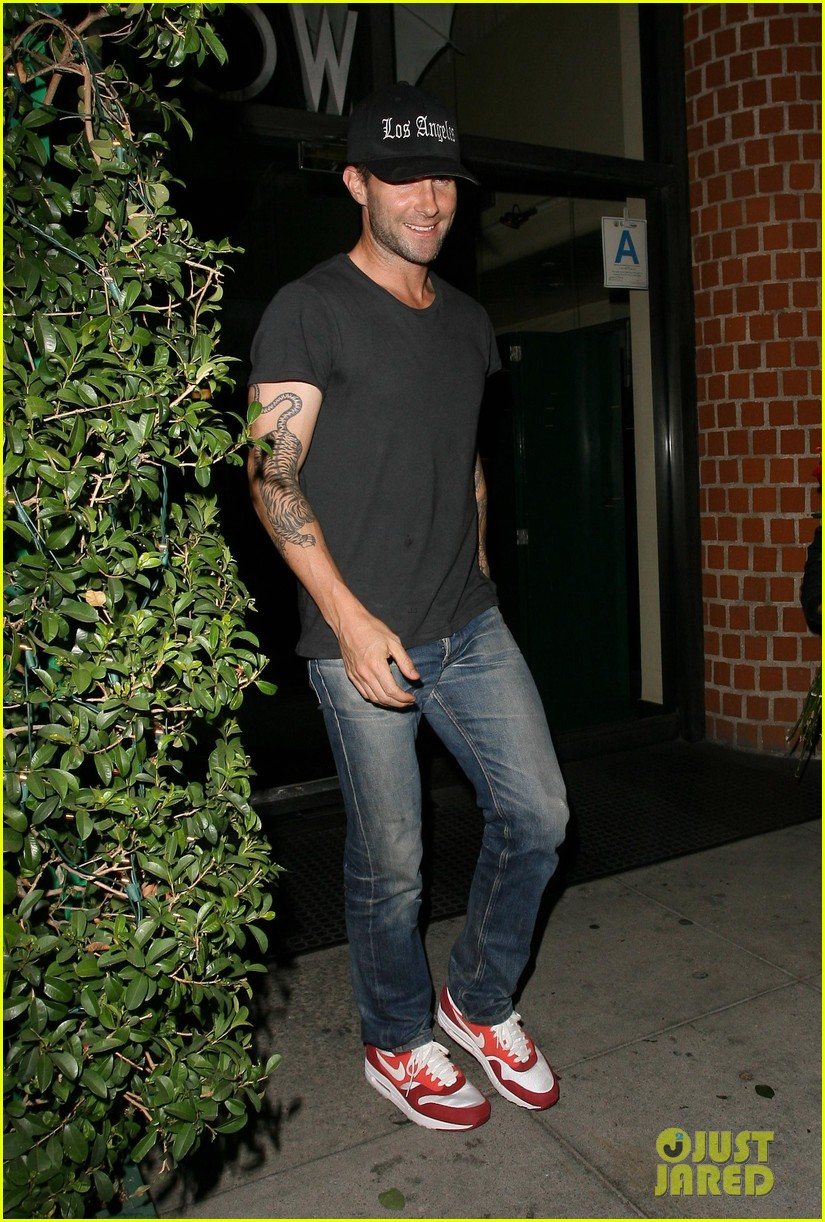 adam levine behati prinsloo mr chows date night 082963749