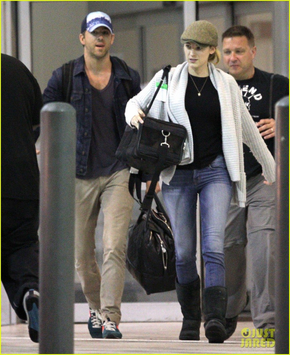 blake lively ryan reynolds touch down in new orleans 01