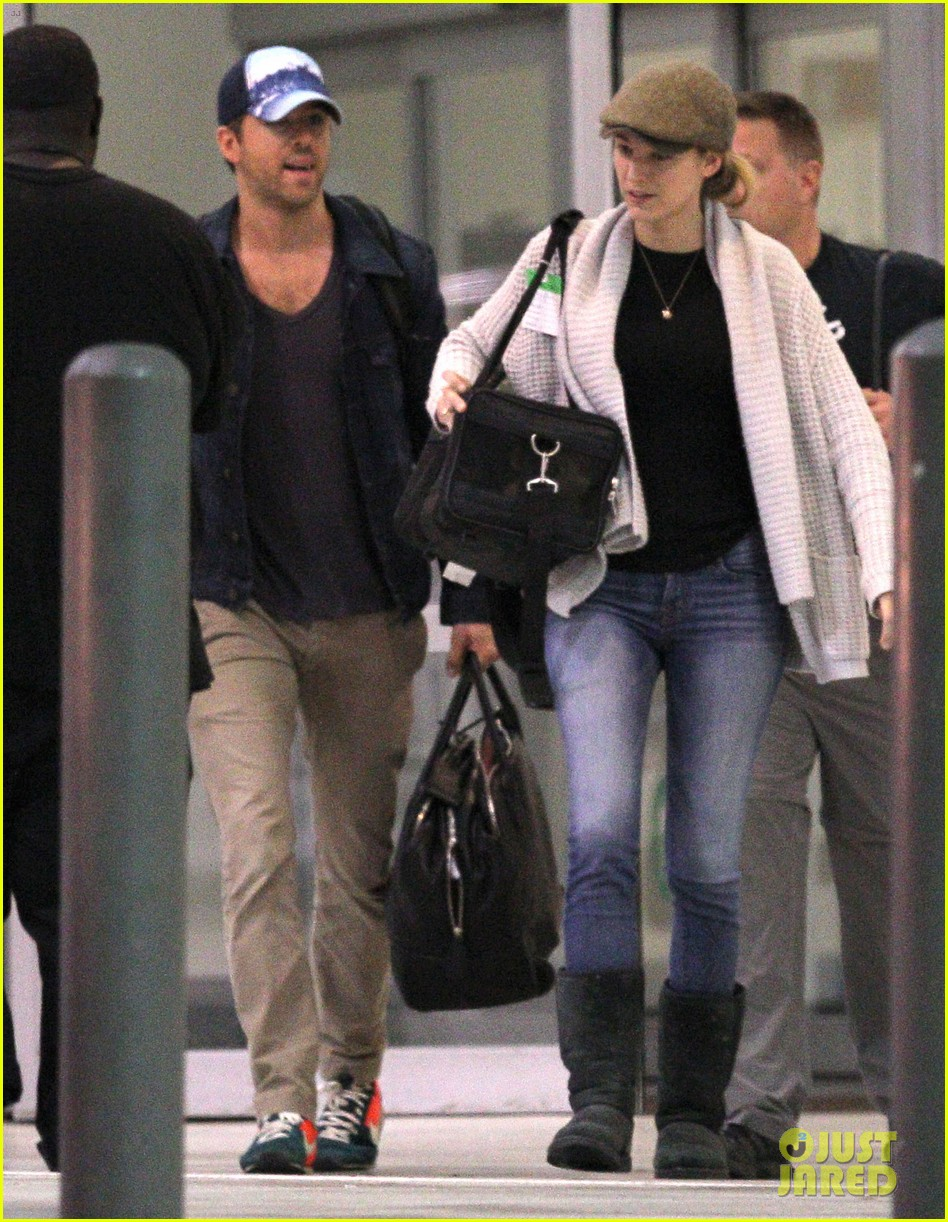 blake lively ryan reynolds touch down in new orleans 12