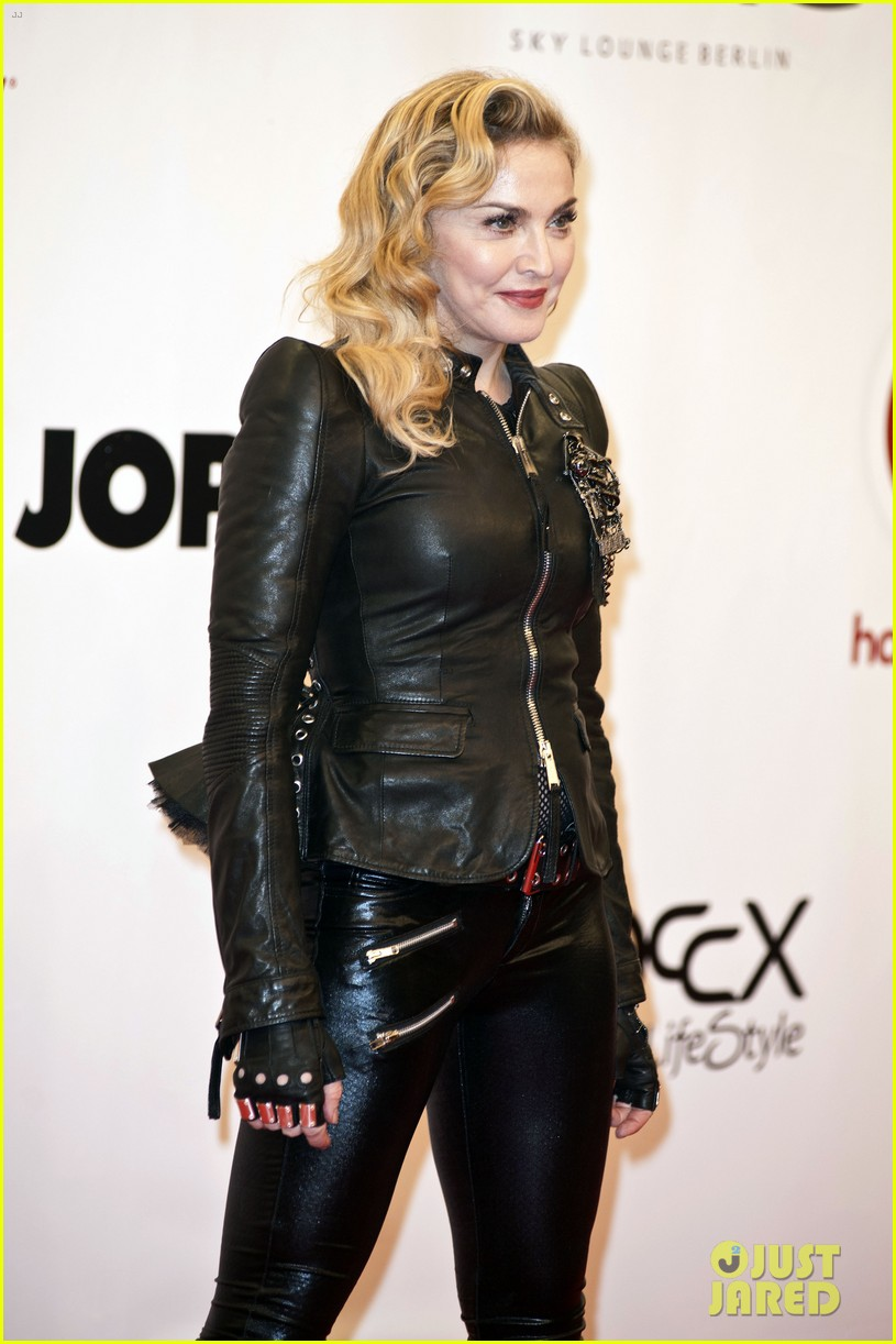 madonna hard candy fitness club opening in berlin photo 2973777 madonna pictures just jared. Black Bedroom Furniture Sets. Home Design Ideas