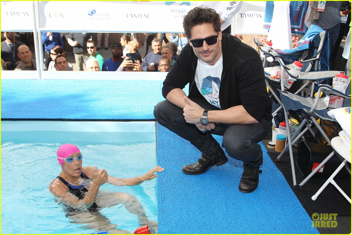 joe manganiello cheers for diana nyad swim for relief 082968540