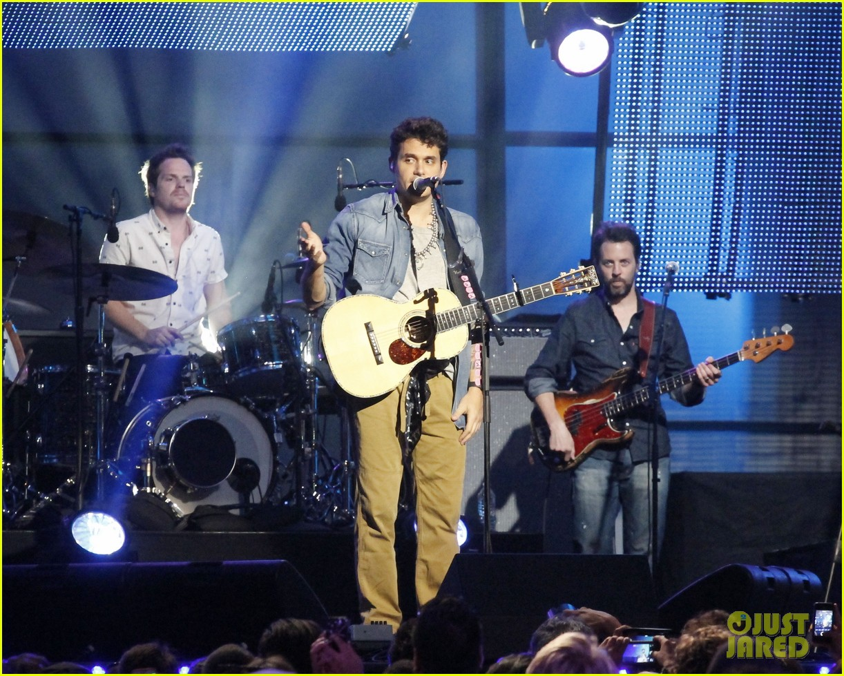 john mayer visits jimmy kimmel live for paradise valley 01
