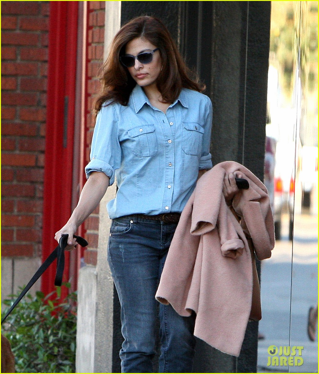 eva mendes its about fashion on the run 022973640