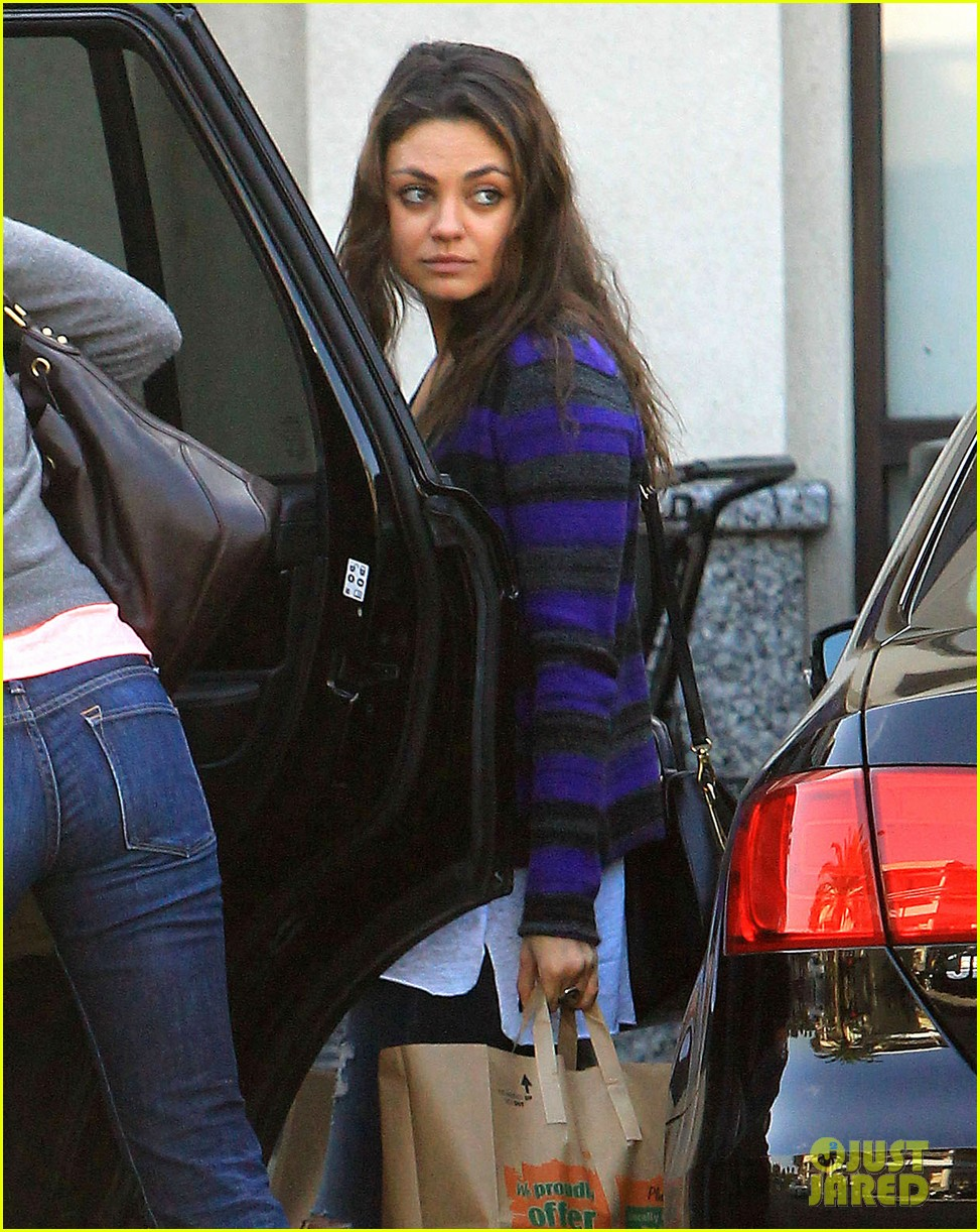 mila kunis grocery shopping gal 072978078
